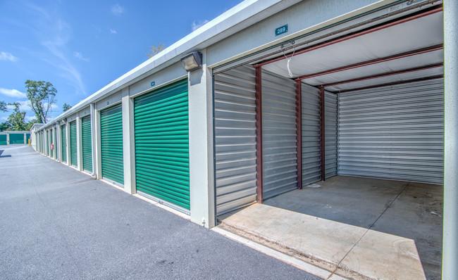 large clean units at neighborhood self storage