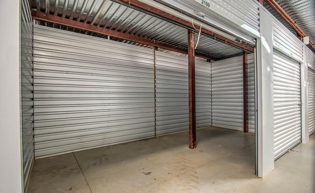 clean large units at neighborhood self storage