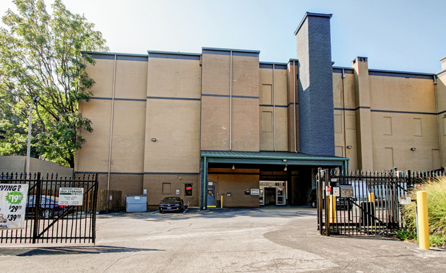 welcome to midtwn vault self storage in memphis tn