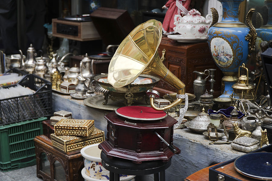 gramophone and other antiques to be stored