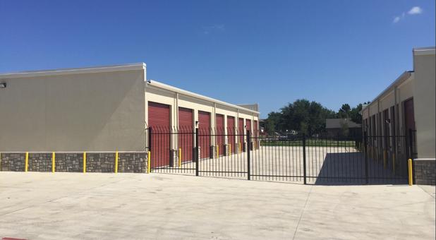 Storage Units Near 76014