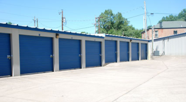 We have convenient ground level units with drive up access