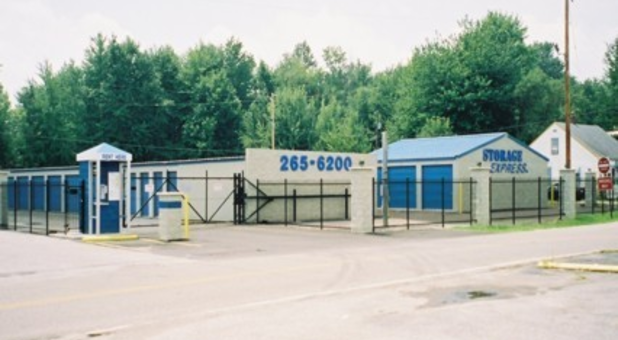 Self storage near Jendy's Pizzaria and Pride Supermarket off LaGrange Roa