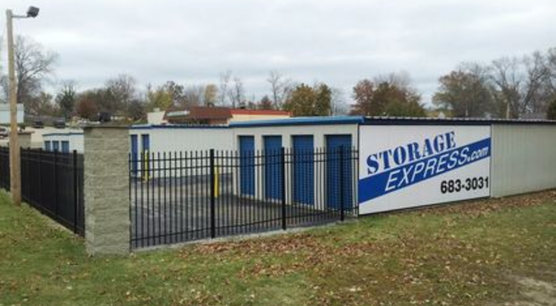 Completely fenced-in storage facility