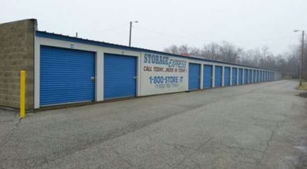 Storage units with drive up access; Ground level self storage ... & Self Storage in Frankfort IN 46041 | Storage Express
