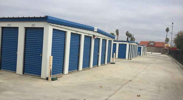Self Storage In Bakersfield Ca 93304 Lions Storage