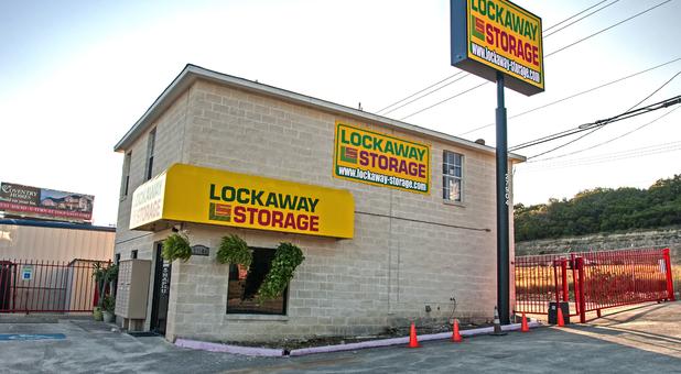 Storage Units 78260