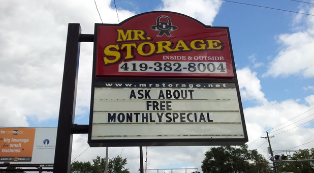 Mr Storage Glendale Sign