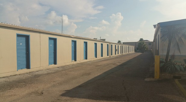 Self Storage Facility in Galveston TX; Drive up units ... & Storage Units Galveston TX 77551