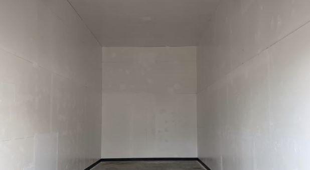 12x33 Interior