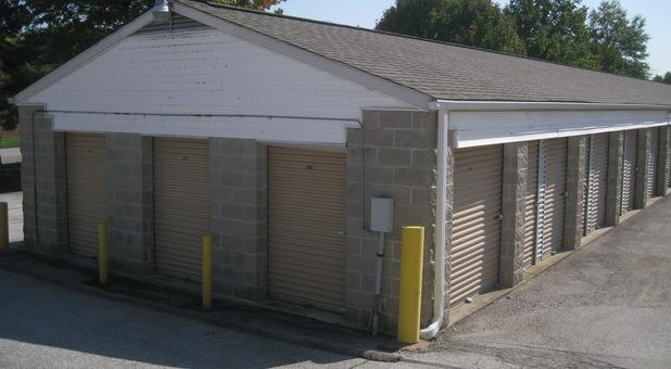 Drive-up access storage units