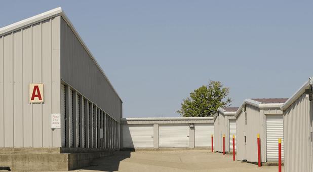 Storage Units 40324