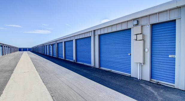 Storage Units 92584