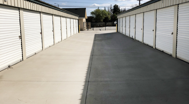 Tulare, CA self storage