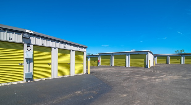 Large Bay Drive up units for self storage