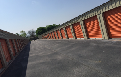 Convenient Drive Up Storage with Wide Driveways