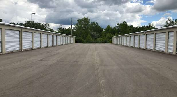 Wide Lanes for Drive Up Storage Units in 48423