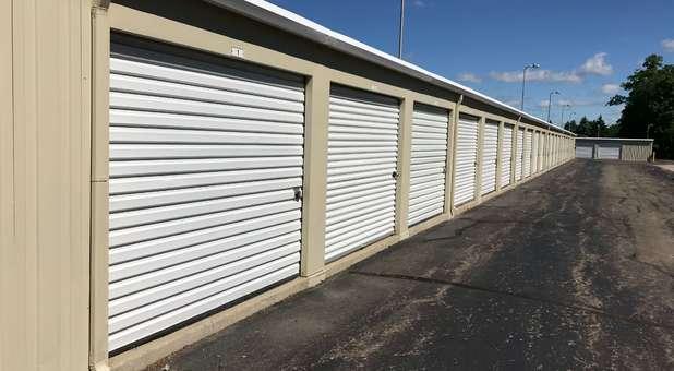 Self Storage Drive up access Near 48178