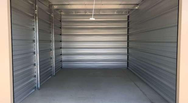 Clean Storage Units U-Store 49009