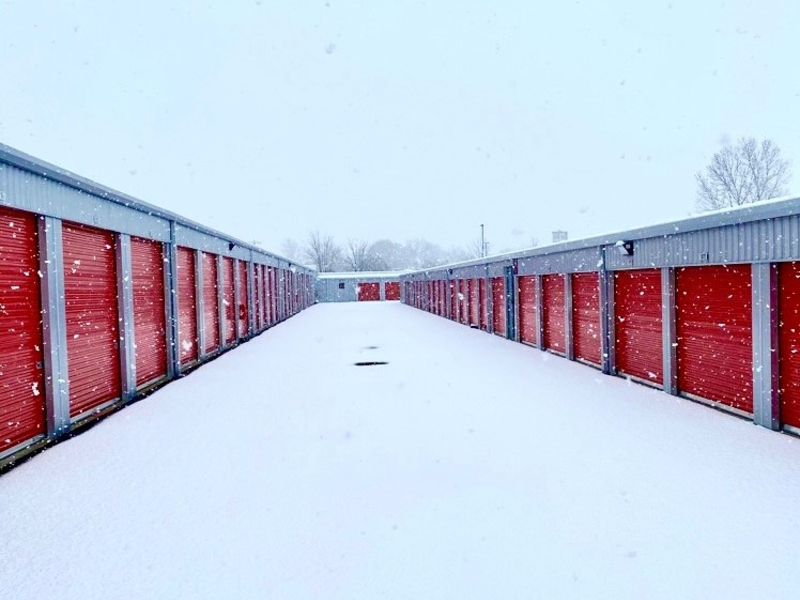 Photo showing a row of storage units covered in snow in Bentonville, Arkansas. Learn more about wintertime storage in Arkansas from our expert tips!