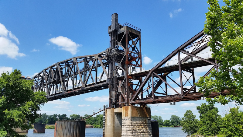 Photo of bridge over Arkansas River in Downtown Little Rock. Modern Storage has some helpful tips compiled for you in this Little Rock relocation guide!